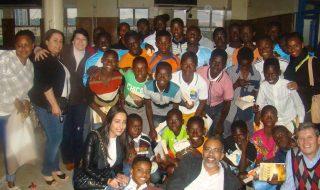 BooKafé Joanesburgo lança projeto social em escola de Pretória, África do Sul