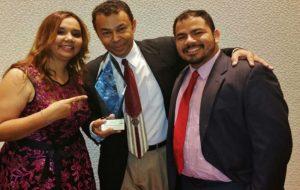 BooKafé Miami recebe prêmio VISIÓN Y EXCELENCIA 2015