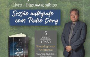 """Sessão de autógrafos no lançamento do livro """"Dias mais sábios"""" – Pedro Dong"""